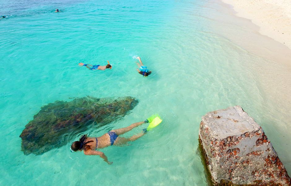 family-snorkeling-dry-tortugas